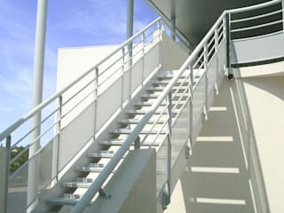 SEGPA du Collège Jean Vilar, SAINT GILLES (30): Ecoles de style  par ARCHITECTE NEVIERE