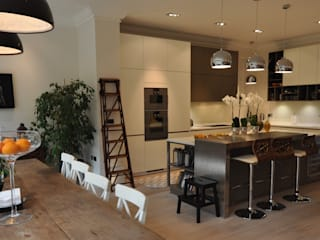 Customer's Finished Kitchen Hampstead Kitchens CucinaArmadietti & Scaffali