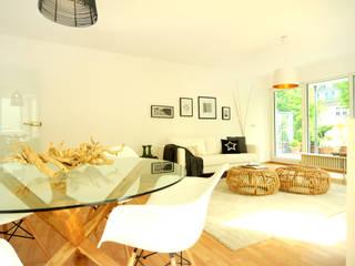 Home Staging Wohnzimmer: moderne Wohnzimmer von Momentum Homestaging