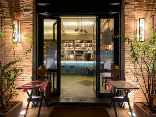 PIZZARIA BRÓS MOEMA: Espaços gastronômicos  por Arquitetura Juliana Fabrizzi