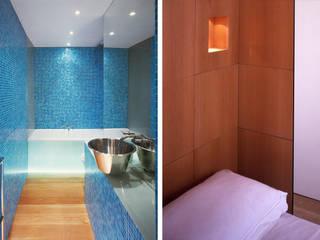 Little Venice Apartment Jonathan Clark Architects Minimalist bathroom