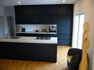 Wohnhaus L Minimalistische Küchen von plan.G [innenarchitekten] Minimalistisch