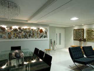 Modern dining room by Celia Beatriz Arquitetura Modern