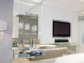 Modern style bedroom by Rolim de Moura Arquitetura e Interiores Modern
