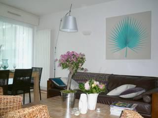 salon contemporain, ambiance exotique: Salon de style  par Florence BONTEMPS