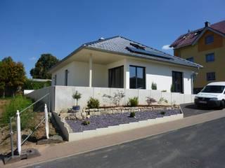 Neubau eines MFH in Eisenach: klassische Häuser von Holzbau Sauer GmbH & Co KG
