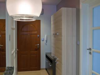 Projekt, wykonawstwo i wyposażenie wnętrz mieszkania Nowoczesny korytarz, przedpokój i schody od Anna Buczny PROJEKTOWANIE WNĘTRZ Nowoczesny