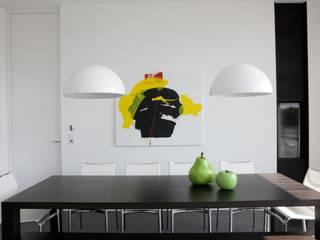 Le cube blanc : Cuisine de style  par Luc Spits Interiors