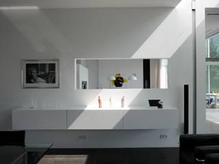 Le cube blanc : Salon de style  par Luc Spits Interiors