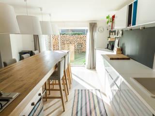 Kuchnia w garażu - Jaworzno - Stan obecny - Widok na ogród: styl , w kategorii  zaprojektowany przez Twindesign  - Kompleksowe Usługi Budowlane