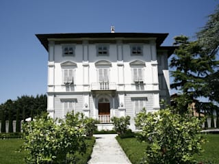 Studio Tecnico Fanucchi Classic style balcony, veranda & terrace