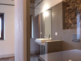 Bagno camera padronale: Bagno in stile  di MAPR architettura