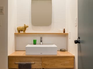 A residence in Shibuya Eclectic style bathroom by sorama me Inc. Eclectic