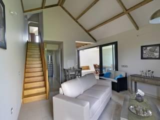 Livings de estilo tropical de T&T architecture Tropical