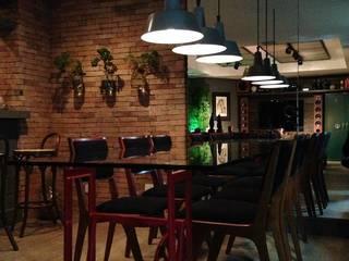 Tellini Vontobel Arquitetura Industrial style dining room