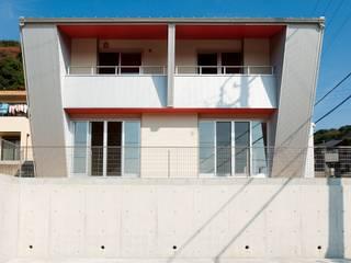 南側外観: 氏原求建築設計工房が手掛けた家です。