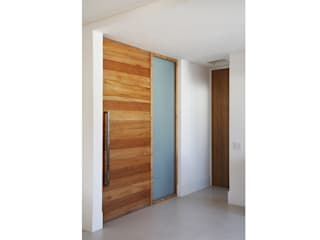 Pasillos, halls y escaleras minimalistas de Lattoog Minimalista