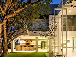 Modern garden by Raffo Arquitetura Modern
