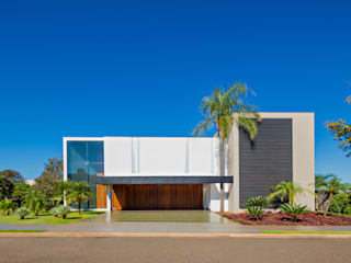 Case moderne di Raffo Arquitetura Moderno