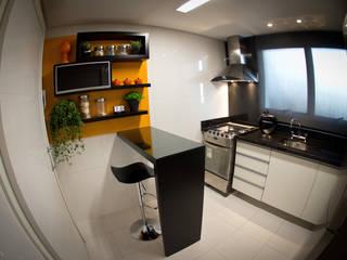 Cucina moderna di INOVA Arquitetura Moderno