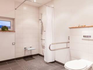 Salle de bains de style  par FH-Architektur, Moderne