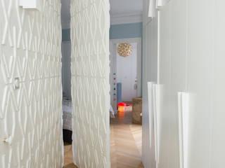 現代風玄關、走廊與階梯 根據 FLEURY ARCHITECTE 現代風
