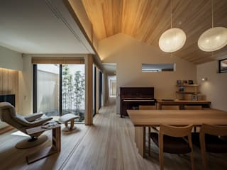 The dining room and the living room Asian style living room by 株式会社seki.design Asian