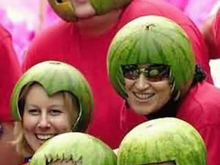 Веселые и милые шапочки из арбузов!: Автосалоны в . Автор – Шоу великого и неуловимого Аргине Шахбазяна 'Дизайн-Арбуз', Азиатский