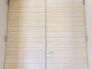 Brandschutztüre geschlossen:  Fenster & Tür von  ARNOLD-Möbelmanufaktur GmbH & Co. KG - Finest Interiors