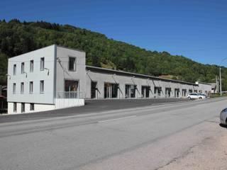 Façade principale: Locaux commerciaux & Magasins de style  par Architecture 3j