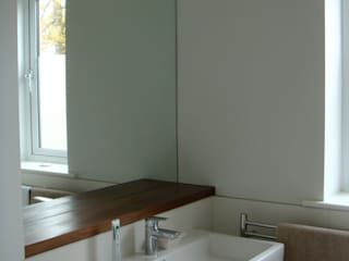 Westbury-on-Trym, house extension:  Bathroom by Fit Architects