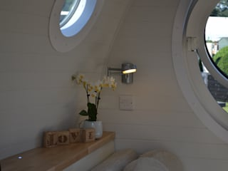 Accommodation Pods Scandinavian style bedroom by Armadilla Pods Scandinavian