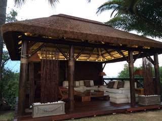 Pérgolas de Junco Africano Casas de estilo tropical de GRUPO ROMERAL Tropical