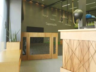 Centro de Treinamento Funcional Espaços comerciais modernos por Monte Arquitetura Moderno