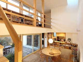 Salones modernos de 新井アトリエ一級建築士事務所 Moderno