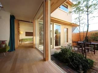 Salas de estar modernas por 新井アトリエ一級建築士事務所 Moderno