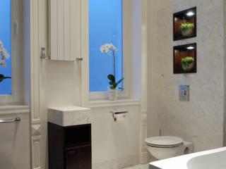 Projekt wnętrz apartamentu, kompleksowe wykonawstwo Klasyczna łazienka od Anna Buczny PROJEKTOWANIE WNĘTRZ Klasyczny