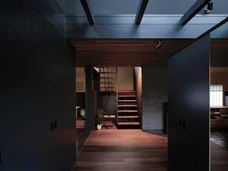 Modern Corridor, Hallway and Staircase by アトリエセッテン一級建築士事務所 Modern
