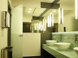 Hotel Radisson BLU toalety publiczne, projekt, nadzór, wykonawstwo pod klucz od Anna Buczny PROJEKTOWANIE WNĘTRZ Nowoczesny
