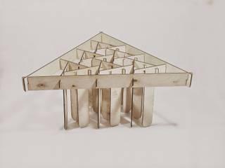stolik ze sklejki od Jakub Piotr Kalinowski Industrialny