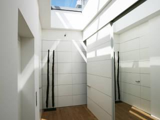 Closets de estilo moderno de Kiebitzberg® Gruppe Moderno