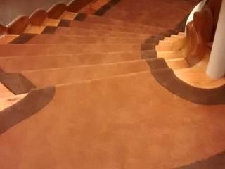Alfombra en Escalera COMERCIAL DE MOQUETAS Y PARQUETS Pasillos, vestíbulos y escaleras de estilo clásico