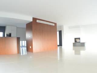 Casa da Patela: Salas de estar  por doisarquitectos . Alexandre e Costa ,Moderno