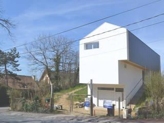 Pavillon revisité: Maisons de style  par HTC architecture