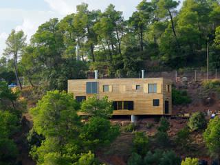 Casas de estilo mediterráneo de HARQUITECTES Mediterráneo