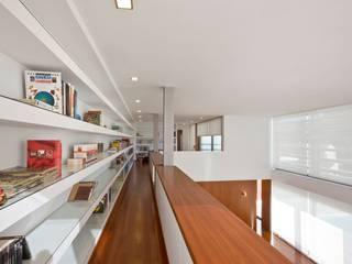 Atelier d'Arquitetura Lopes da Costa Moderner Flur, Diele & Treppenhaus
