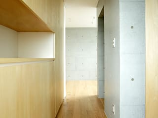 株式会社ミユキデザイン(miyukidesign.inc) Modern Corridor, Hallway and Staircase