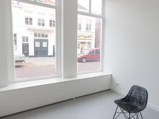 de (drie) Moriaen(en):  Woonkamer door architectenbureau Huib Koman (abHK), Minimalistisch
