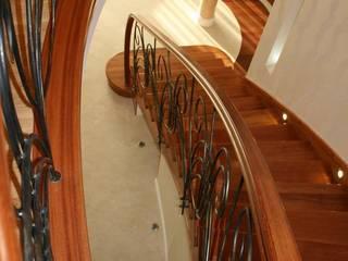 1Architekt Magdalena Mirek-Roszkowska Corredores, halls e escadas clássicos
