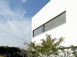 kc2 residence  (boundary between the urban and the nature): 久保田正一建築研究所が手掛けた家です。,